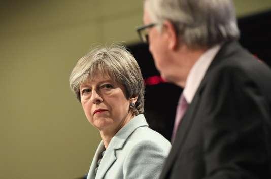 Theresa May, première ministre britannique, etJean-Claude Juncker, président de la Commission européenne, à Bruxelles, le 8décembre 2017.