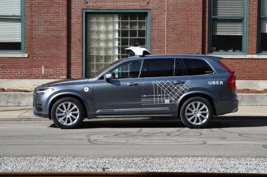 Une des Volvo autonome mise en circulation par Uber dans les rues de Pittsburgh (Pennsylvanie), en décembre 2016.