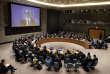 Lecoordonnateur spécial des Nations unies pour le processus de paix au Proche-Orient, Nickolaï Mladenov, sur l'écran, intervient lors du Conseil de sécurité depuis Jérusalem, au siège de l'ONU à New York, aux Etats-Unis.