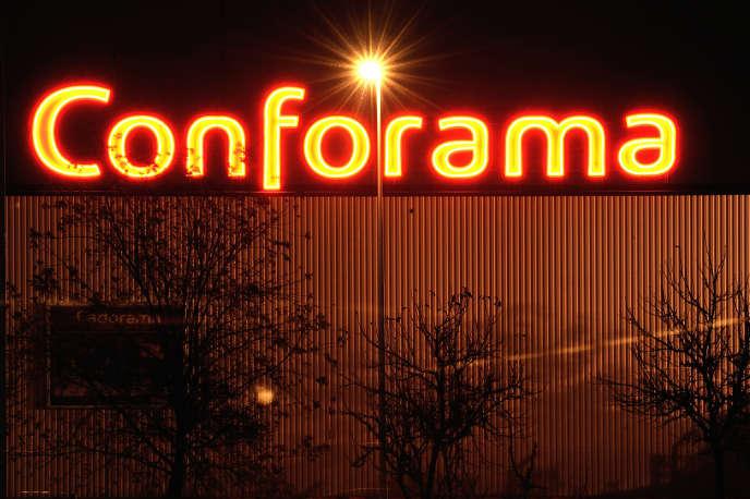 Le magasin Conforama d'Englos (Nord). La direction du groupe Steinhoff International, propriétaire de l'enseigne, est accusée de malversations financières.