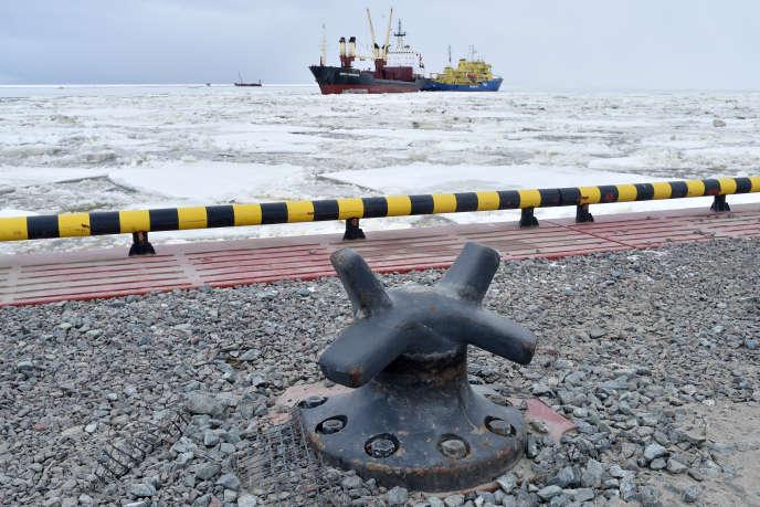 Le navire brise-glace « Tor», le 5 mai 2016, dans le port de Sabetta, sur la péninsule de Iamal dans le cercle Arctique où le projet gazier Yamal a été inauguré vendredi 8 décembre.