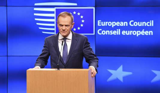 Donald Tusk, président du Conseil européen, s'afdresse à la presse, à Bruxelles, le 8 décembre.