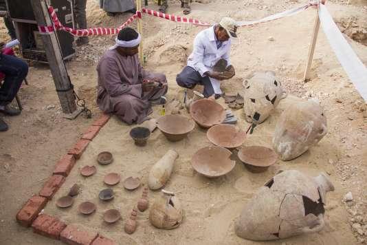 Sur le site où ont été découvertes deux tombes, à Luxor (Egypte), le 9décembre.