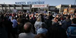 Le 14 octobre, des personnes soutenant le projet de NDDL se sont rassemblées devant l'aéroport Nantes Atlantique, à Bouguenais pour exiger l'application du référendum.