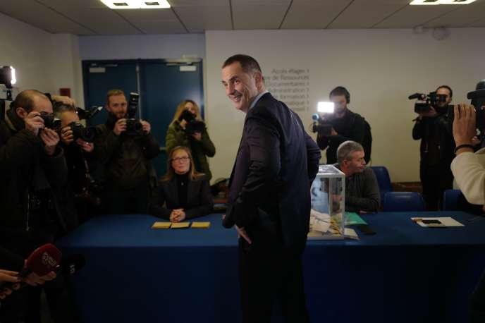 Le leader de la liste nationaliste «Pè a Corsica»,Gilles Simeoni, lors de son vote à Bastia, le 10 décembre.