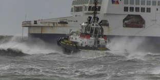 Le ferry «The Pride-of-Kent»s'est echoué à cause de vents violents à Calais, lundi11décembre.