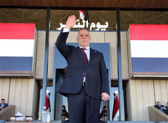 Le premier ministre irakien Haïder Al-Abadi assiste à un défilé militaire irakien à Bagdad, en Irak, le 10 décembre 2017.