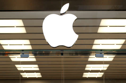 Logo d'Apple dans un magasin à Dallas (Etats-Unis),
