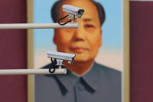 Dans la ville de Guiyang, àchaque feu rouge, les caméras scannent les visages des conducteurs.
