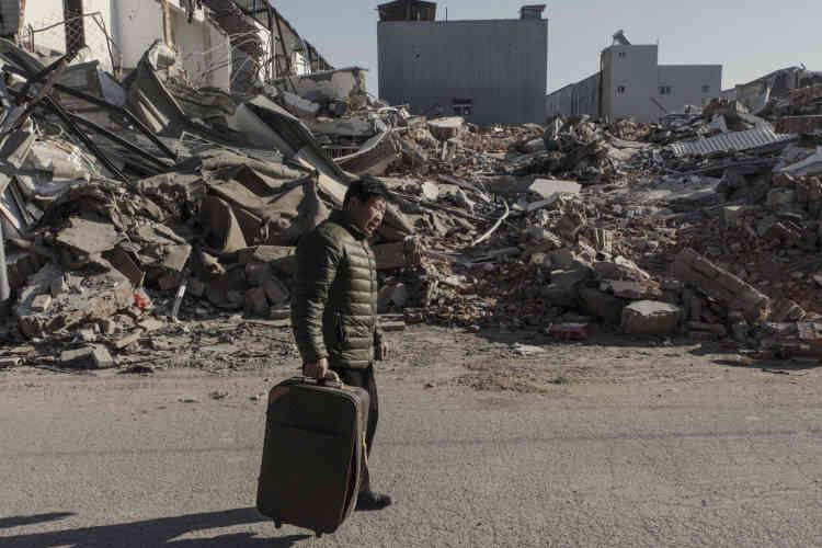 Dans les ruines du village urbain de Xinjian, au sud de Pékin. Entre100000 et200000personnes dans plus d'une centaine de «villages urbains» sont en train d'être chassées par une campagne éclair menée, depuis trois semaines, au nom de la prévention des risques d'incendie.