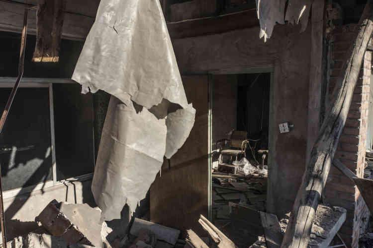 Une maison détruite et abandonnée dans le «village urbain» de Xinjian.