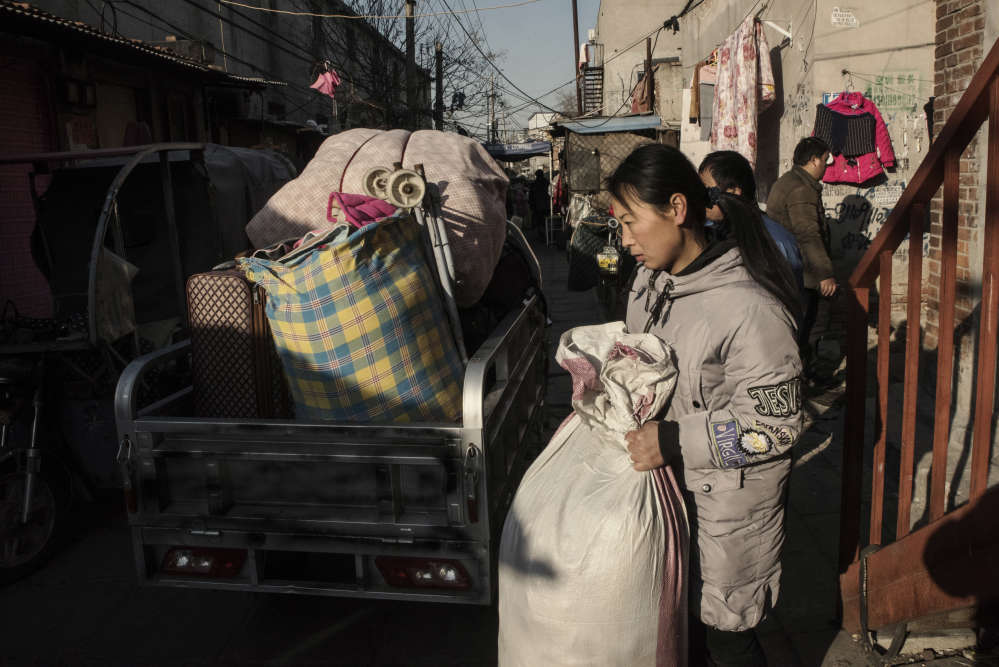 Des milliers d'ouvriers migrants ont dû quitter leur logement depuis le mois de novembre à la suite d'une campagne lancée par les autorités.