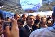 Emmanuel Macron lors de sa visite au stand allemand de la conférence COP23, à Bonn, le 15 novembre.
