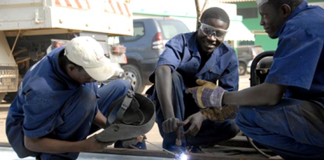 Des employés de l'entreprisesénégalaiseEquip Plus, en 2009.