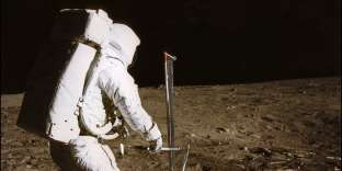 Le président américain souhaite que la NASA établisse une base lunaire, première étape pour une mission vers Mars.