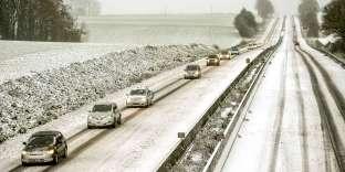 L'autoroute A25 à Godewaersvelde (Nord), après les fortes chutes de neige, le 10 décembre.
