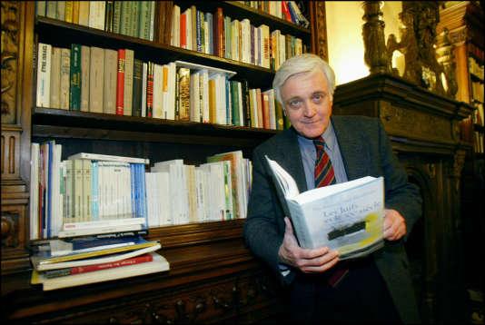 Elie Barnavi, le 10 janvier 2002 dans son bureau parisien.