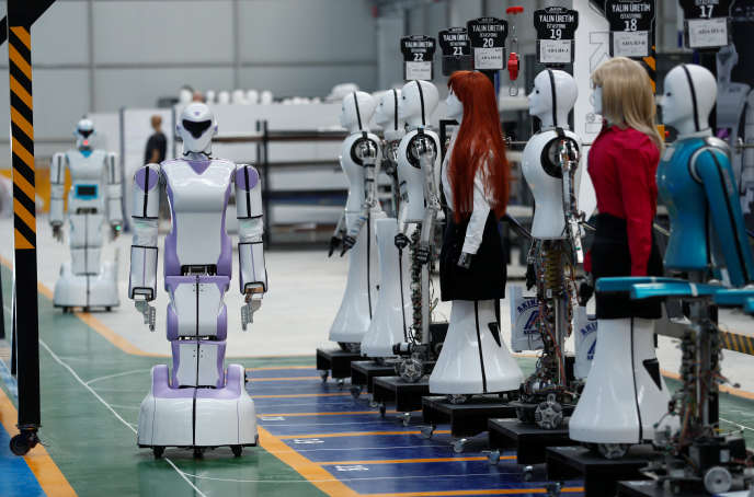 « La transformation numérique nécessite de nouvelles compétences et de l'agilité, aussi bien à titre individuel que collectif» (Robot humanoïde Akinrobotics ADA GH5, à Konya, en Turquie, le 8 décembre).