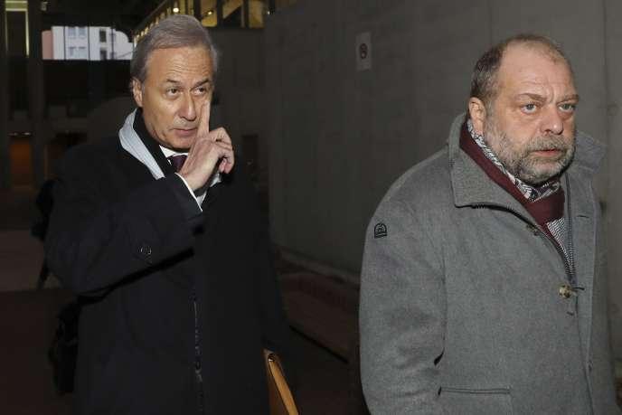 Le maire de Draveil, Georges Tron, avec son avocat, Eric Dupond-Moretti, le 12 décembre 2017 à Bobigny.