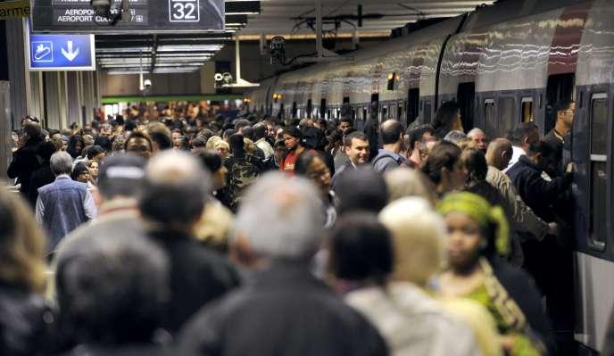 Sur les quais de la station Gare du Nord du RERA, le 21 juin 2011.