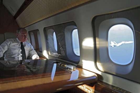 Vladimir Poutine à bord du Tupolev 214 présidentiel, en Syrie, le 11 décembre.