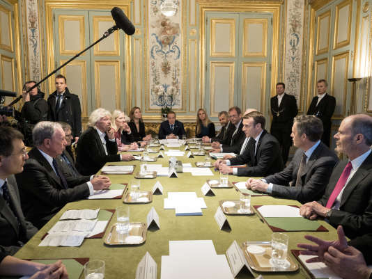 Un «groupe de philanthropes», réunissant une dizaine de fondations, à l'Elysée, le 12 décembre.