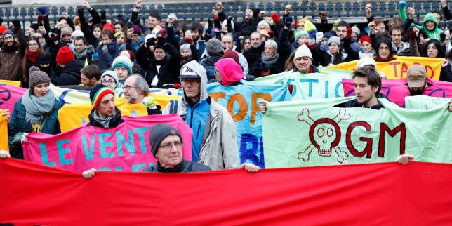 Manifestation d'activistes environnementauxà l'occasion du«One Planet Summit» à Paris,le 12 décembre.