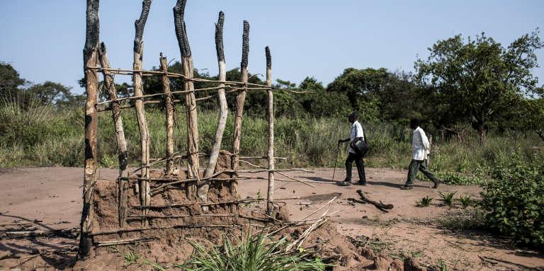 Dans un village brûlé et abandonné du district de Kamonia, en République démocratique du Congo, le 24octobre 2017.