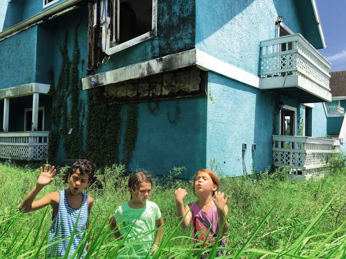 Le personnage principal, Moonee (au centre), est interprété par la jeune Brooklynn Kimberly Prince.