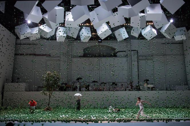 « Play», une chorégraphie d'Alexander Ekman pour le Ballet de l'Opéra national de Paris au Palais Garnier, jusqu'au 31 décembre 2017.