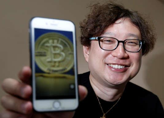 Yoshinori Kobayashi est un trader japonais spécialisé sur le bitcoin.