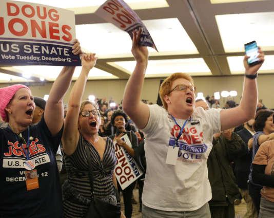 Jamais depuis 1992 un démocrate n'avait été élu sénateur de l'Alabama,Etat du sud des Etats-Unis.