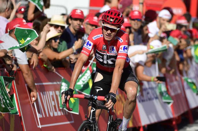 Christopher Froome franchit la ligne d'arrivée de la 12eétape de la Vuelta, le 31août.