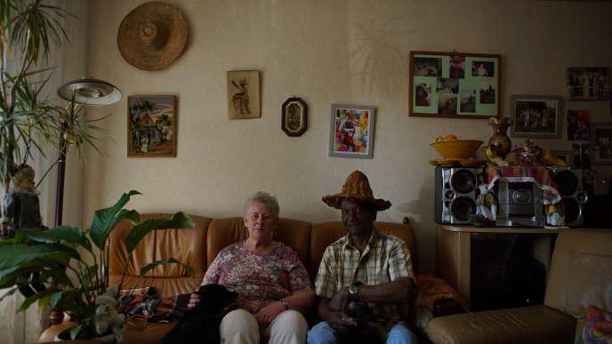 Andrée Vaity-Gruwez, 70 ans, et Justin Vaity-Gruwez, 82 ans, retraités, anciens propriétaires d'un commerce d'articles de pêche à Dunkerque (Nord).