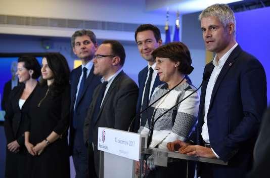 Laurent Wauquiez (à droite), entouré par une partie de sa garde rapprochée : Lydia Guirous, Annie Genevard, Damien Abad et Guillaume Peltier, le 13 décembre 2017 au siège des Républicains, à Paris.