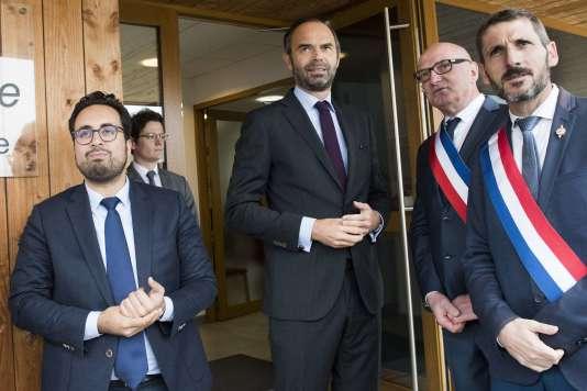 Mounir Mahjoubi, secrétaire d'Etat chargé du numérique, et Edouard Philippe, à Saint-Sylvain-d'Anjou (Maine-et-Loire), le 27octobre.