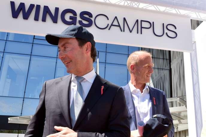 Fabrice Brégier (à gauche), le directeur général d'Airbus et Tom Enders, président exécutif du groupe,à l'aéroport de Toulouse-Blagnac, le 28 juin 2016.