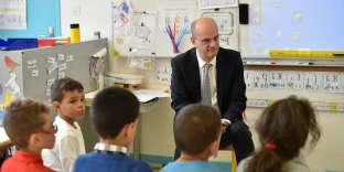 Le ministre de l'éducation nationale, Jean-Michel Blanquer, visite l'école Daniel-Faucher, à Toulouse, le 24 novembre.