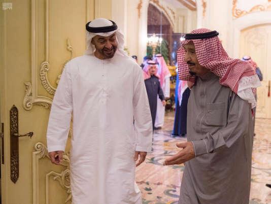 L'homme fort des Emirats arabes unis, Mohammed Ben Zayed, et le roi Salman d'Arabie saoudite, le 13 décembre à Riyad.