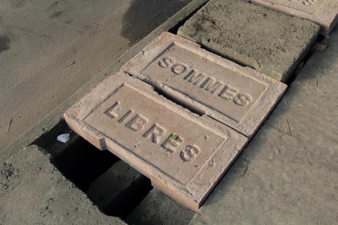 « Oui, ma vie», d'Ivan Argote, une œuvre de béton destinée à durer dans les rues de Douala, capitale économique du Cameroun.