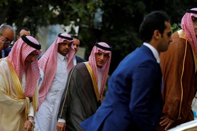 Le ministre saoudiendes affaires étrangères, Adel Al-Joubeir (au centre), auCaire, le 19novembre.