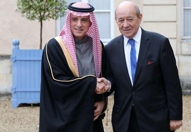 Le ministre des affaires étrangères saoudien accueilli par son homologue français, Jean Yves Le Drian,à La Celle-Saint-Cloud, le 13 décembre.