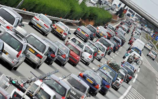 selon une étude TNS Sofres parue en 2012, le kilométrage annuel des utilisatrices principales d'une voiture (11 200 km) est pratiquement le même que celui des hommes (12 500 km).