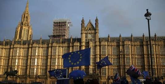 Manifestation contre le Brexit devant le Parlement, à Londres, le 13 décembre.