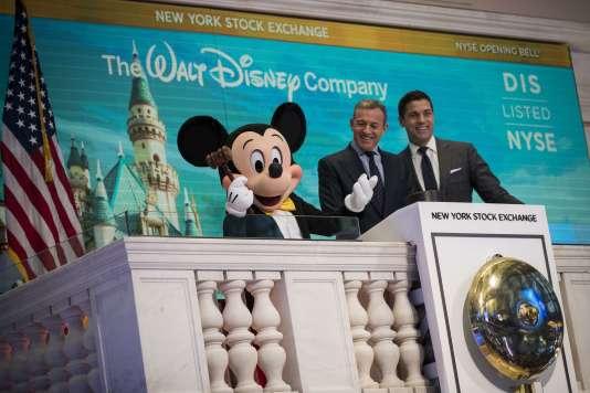 Le directeur exécutif et le président de la Walt Disney Company, à la Bourse de NewYork, le 27 novembre.
