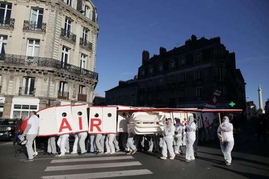 Manifestation en faveur de la construction d'un nouvel aéroport àNotre-Dame-des-Landes, à Paris, le 25 novembre.
