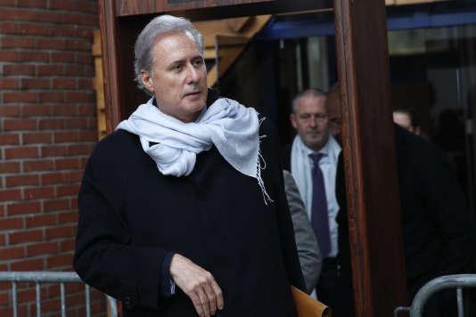 Le maire de Draveil, Georges Tron, à sa sortie du tribunal de Bobigny, le 14 décembre.