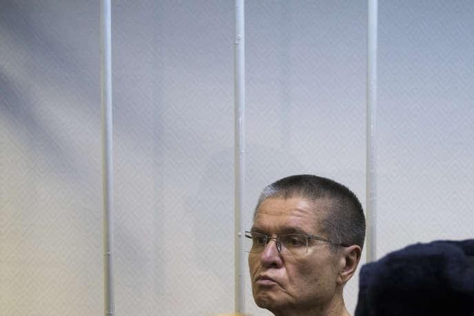 L'ancien ministre de l'économie Alexeï Oulioukaiev, 61ans, a été condamné vendredi15 décembre, par un tribunal de Moscou, à huit années de colonie pénitentiaire.