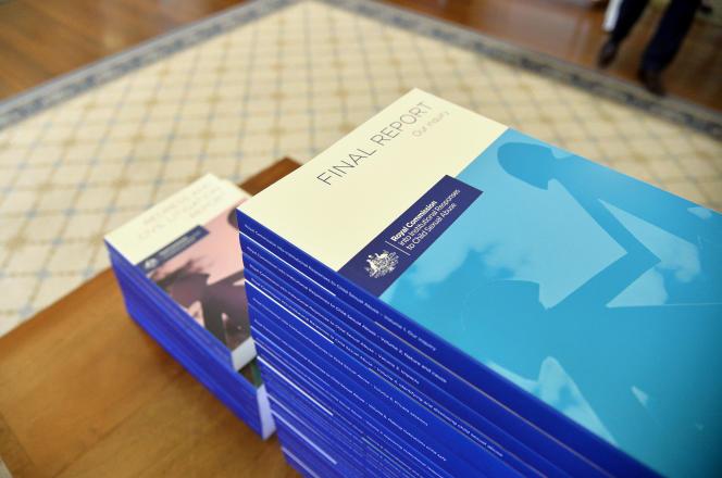 La Commission royale australienne a reçu 42041appels téléphoniques, réceptionné 25964lettres et courriels.