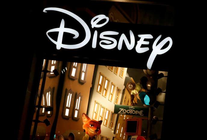 Le magasin Disney sur les Champs-Elysées, à Paris, le 3 mars 2016.